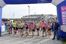 Start první vlny v běhu na1 0 km. Startovalo 152 žen.