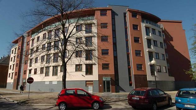 Všech jednapadesát moderně zařízených bytů, které leží v centru Ostravy, má již své majitele.