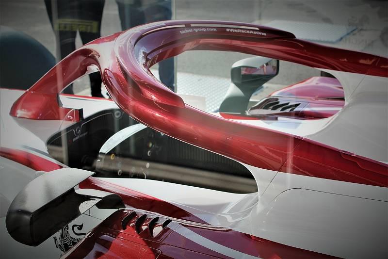 Benzina, Místecká ulice, Ostrava, 24. 9. 2021, monopost formule 1 stáje Alfa Romeo Racing Orlen.