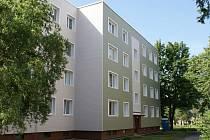 Panelový dům ve Studénce po zateplení.