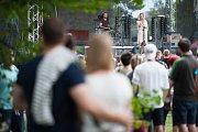 Festival v ulicich, který se konal 1. července 2017 v Ostravě. Zpěvačka Emma Smetana.