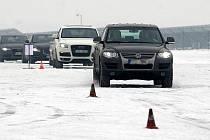 Ilustrační foto. Kurz jízdy zručnosti v areálu mošnovského letiště.
