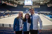 PRVNÍ START na mistrovství Evropy čeká v Ostravě tři české krasobruslaře zleva Michaela Lucie Hanzlíková a sportovní dvojice Anna Dušková Martin Bidař.