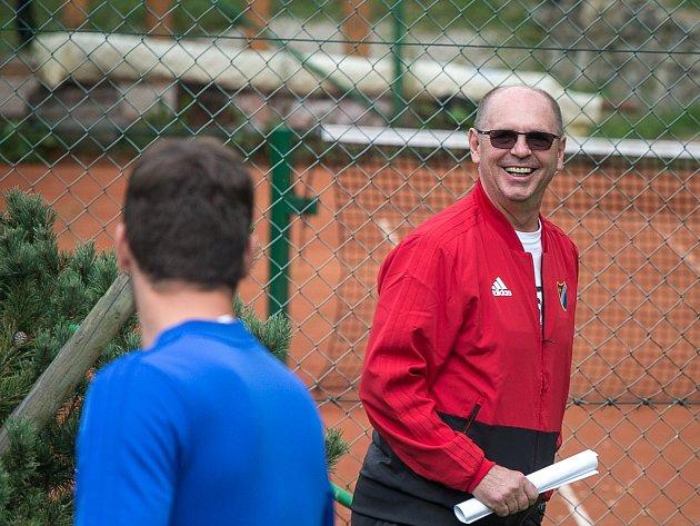 Na snímku trenér Baníku Pánik při soustředění klubu v Beskydech.