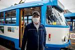 Řidič Dopravního podniku Ostrava David Magdolen poskytl Deníku rozhovor, 20. března 2020. Vláda ČR vyhlásila dne 15. března 2020 celostátní karanténu kvůli zamezení šíření novému koronavirové onemocnění (COVID-19).