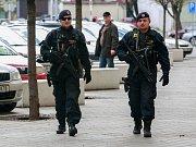 O velikonočních svátcích se nejden do ulic Ostravy vrátili policisté se samopaly.