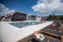 První návštěvníci ve středu, necelou hodinu po otevření, vyzkoušeli nové koupání v rekonstruované venkovní části krytého bazénu v Ostravě-Porubě.