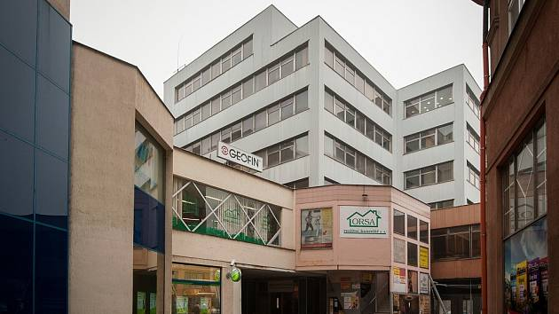 Dům na rohu ulic Velké a Vojanovy by měl být novým sídlem radnice Moravské Ostravy a Přívozu. A to od druhé poloviny roku 2014. Už teď ale začala rozsáhlá rekonstrukce budovy a stávající nájemci musí pryč.