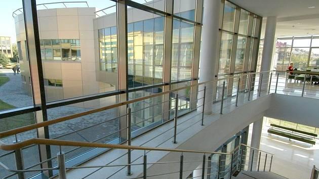 Stavbou Moravskoslezského kraje za rok 2006 byla vyhlášena aula Vysoké školy báňské.
