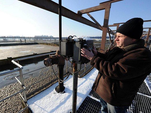 Drtivá většina znečištěných vod od obyvatel Ostravy a firem skončí v ústřední čistírně v Přívoze.