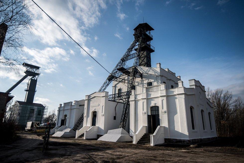 Hornické Versailles. Tak se přezdívá těžní budově Jámy Alexander II stojící v Kunčičkách a pyšnící se jedinečnými architektonickými prvky.