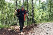 Hornický důchodce s kardiostimulátorem se nevzdává, po posledním červnovém dni má 10 000 výstupů na různé vrcholy.