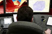 Operátor na monitoru vidí, odkud dotyčný volá.