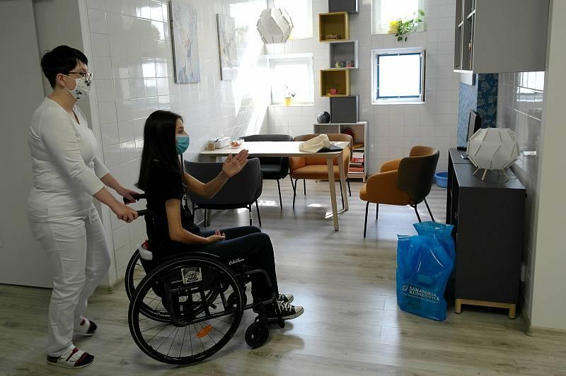 TRÉNINKOVÝ byt v klimkovických sanatoriích je novinkou, jejich klienti si v těchto prostorách sice už nevytvoří hrníček k hlíny, ale stávají se tady více soběstačnější.