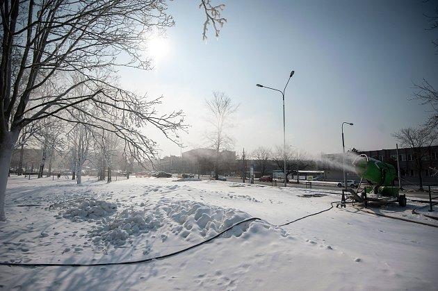 Sněžné dělo unákupního centra Futurum 1.března 2017vOstravě.