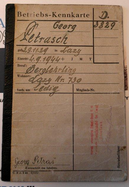 Učňovská knížka pamětníka vystavená vzáří roku 1944.