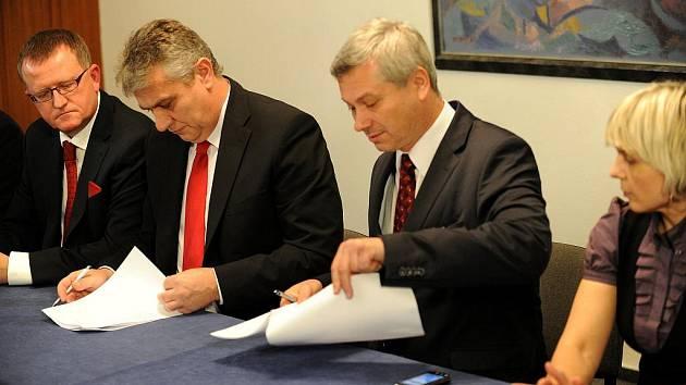 Následující čtyři roky bude v Ostravě vládnout koalice sociálních a občanských demokratů.