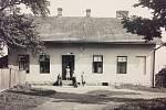 Původně to bývala nemocnice, která zde stála už v roce 1910. V roce 1937, z něhož snímek pochází, už však dům s číslem popisným 113 v Želivského ulici sloužil jako obecní chudobinec.