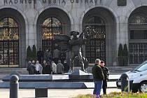 Kvůli bombové výhrůžce musely být ve čtvrtek po ráno evakuovány stovky úředníků ostravského magistrátu v centru města.
