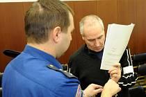 Pět sexuálních ozbrojených útoků má na svědomí třiačtyřicetiletý Miroslav Darebník z jižní Moravy, který se ze svých činů zodpovídá před Krajským soudem v Ostravě.