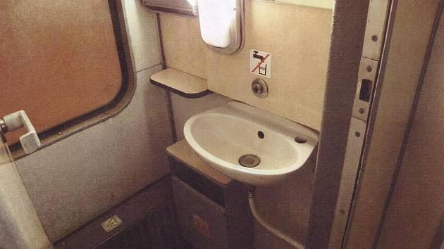 Na vagonových toaletách zloděj odmontovával vodovodní baterie.