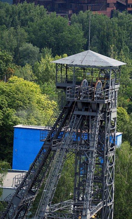 Menší těžní věž jámy Louis stojí ve Vítkovicích u křižovatky ulic Rudné a Místecké.
