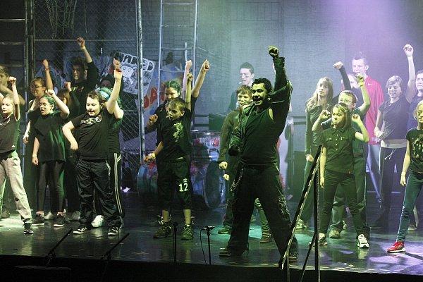 Muzikálem Streetlight ve sportovní hale Sareza vPřívoze vyvrcholil projekt Silní bez násilí.