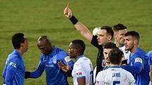 Chybující rozhodčí Pavel Julínek si v první lize dlouho nezapíská. Dostal stopku na čtyři zápasy a byl přeřezen do druhé ligy.