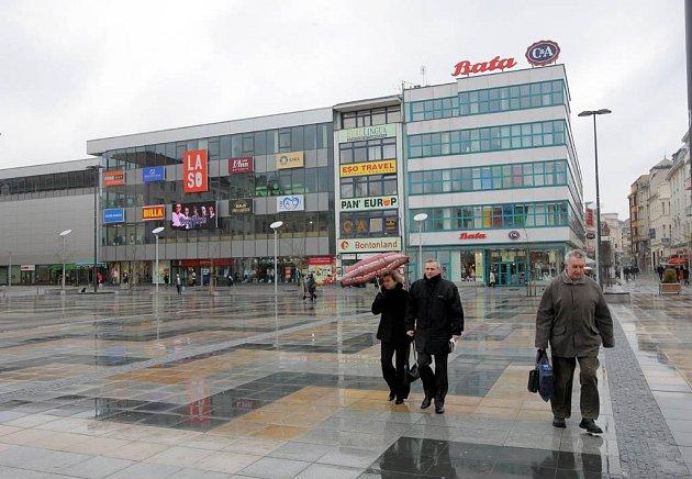 Obchodní důmy Baťa a LASO na Masarykově náměstí v Ostravě