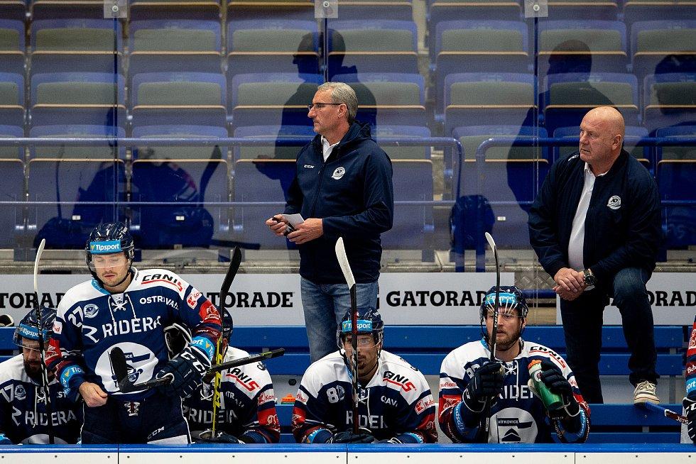 Utkání 8. kola hokejové extraligy: HC Vítkovice Ridera - HC Energie Karlovy Vary, 9. října 2020 v Ostravě. (střed) trenér Mojmír Trličík z Vítkovic.
