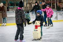 Vánoční kluziště na Masarykově náměstí 2. ledna 2017, poslední den prázdnin.