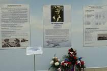 Panely na mošnovském letišti mohli cestující poprvé zhlédnout v pátek 9. září po slavnostním odhalení.