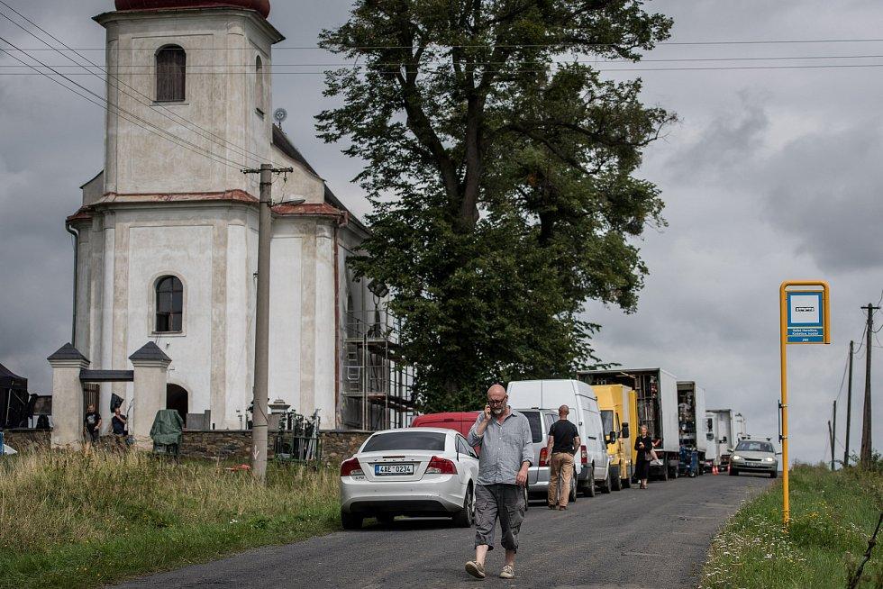 Natáčení polského filmu na hřbitově ve Velkých Heralticích, Košetice ve Slezsku, 12. srpna 2017.