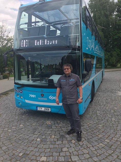 Zdeněk Tamajka nyní jezdí sdoubledeckerem.