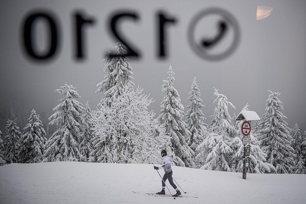 Návštěvníci lyžařského střediska Ovčárna v Jeseníkách, 30. ledna 2021.