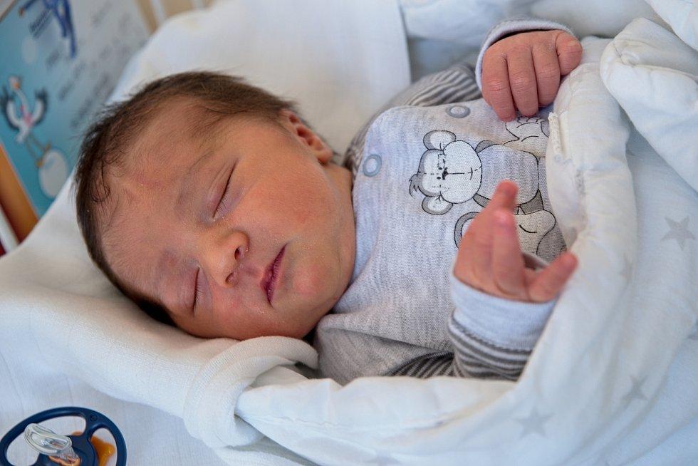 Radovan Pauláth z Havířova, narozen 8. dubna 2021 v Karviné, míra 49 cm, váha 3180 g. Foto: Marek Běhan