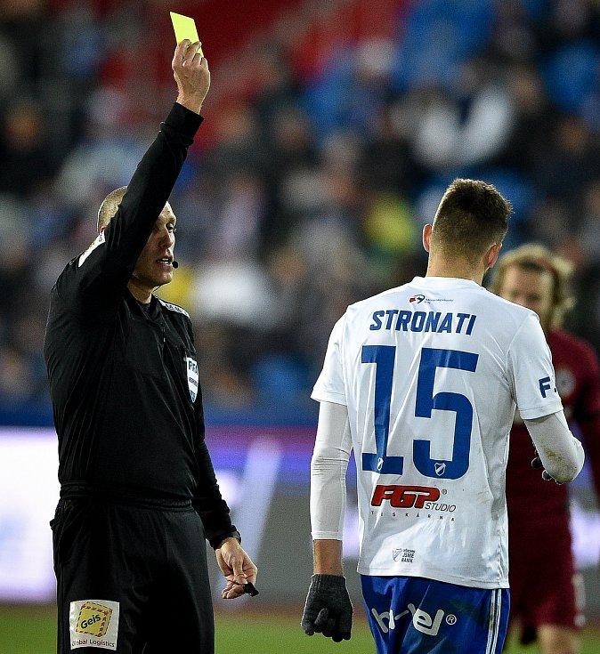 Utkání 20. kola první fotbalové ligy: Baník Ostrava - Sparta Praha, 14. prosince 2019 v Ostravě. Na snímku Patrizio Stronati dostává žlutou kartu.