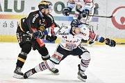 26. kolo hokejové extraligy: HC Vítkovice Ridera - HC litvínov, 9. prosince 2018 v Ostravě. Na snímku (zleva) Tůma David a Jan Schleiss.