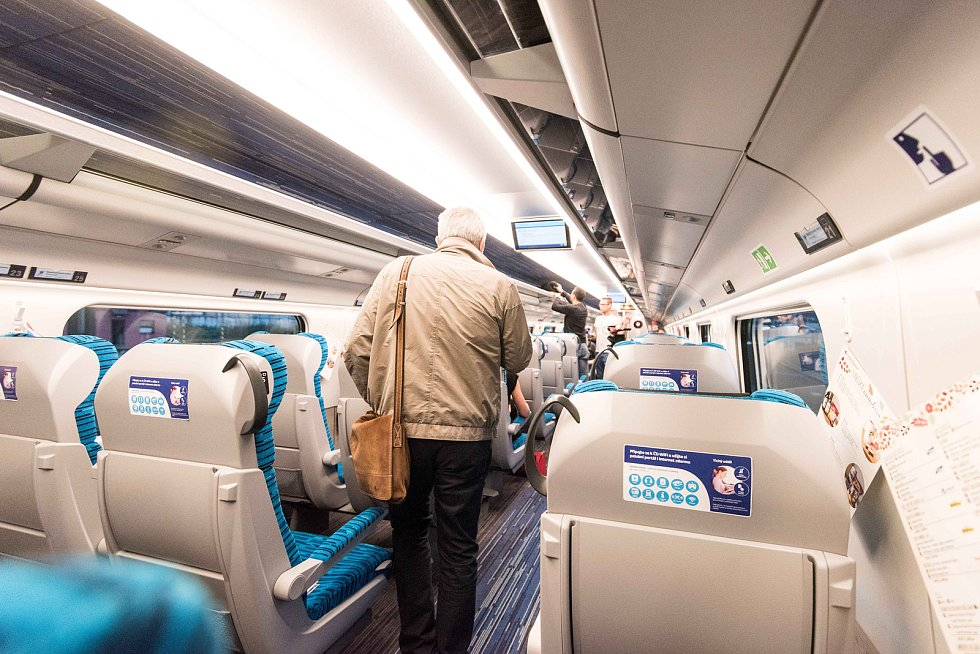 Interiér vlaků SC Pendolíno společnosti České dráhy, snímek z 25. září 2017 v Ostravě.