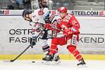 Čtvrtfinále play off hokejové extraligy - 3. zápas: HC Vítkovice Ridera - HC Oceláři Třinec, 24. března 2019 v Ostravě. Na snímku (zleva) Lukáš Kucsera, Marian Adámek.