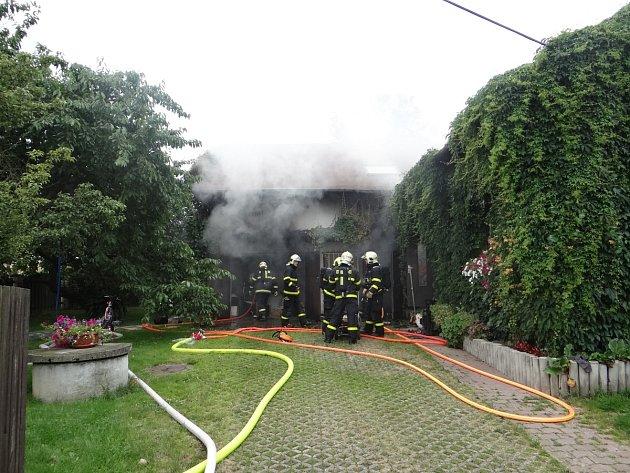 Požár garáže v Klimkovicích, která sloužila i jako skladiště.