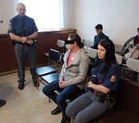Ženě hrozí za bodnutí přítele až dvanáct let vězení.