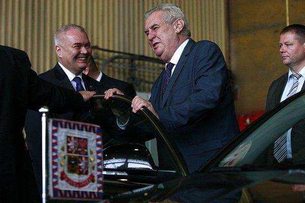 Poslední den své návštěvy Moravskoslezského kraje strávil Miloš Zeman také vKopřivnici a vautomobilce Tatra Trucks.