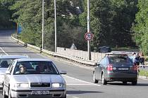 Značka zvyšující povolenou rychlost na sedmdesát kilometrů v hodině se po upozornění Deníku vrátila na své místo na silnici I/56 z Ostravy na Hlučín za křižovatku s ulicí Petřkovickou.