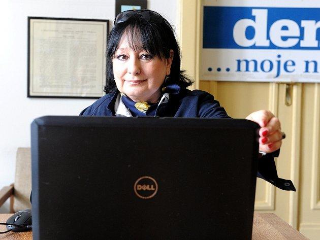 Eva Jurinová v redakci Deníku.