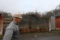 Hromady zapáchající černé hmoty obtěžují obyvatele Vratimova. Podle zjištění Deníku jde o produkt z ostravských lagun.
