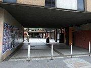 Archivní snímek chátrajícího objektu nákupního centra v Ostravě-Výškovicích - rok 2009 až 2013.