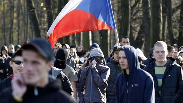 V Ostravě se dnes odpoledne konala protiromská demonstrace, které se zúčastnilo víc než 300 lidí.