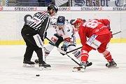 HC Vítkovice Ridera - HC Oceláři Třinec, 12. ledna 2019 v Ostravě. Na snímku (zleva) Ondřej Roman, Martin Adamský.