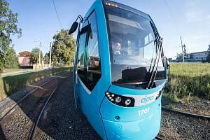 Švýcarská tramvaj Tango NF2 nOVA. Na svou první jízdu Ostravou i s cestujícími  vyrazila v pondělí 13. srpna 2018 z Martinova po trase linky číslo 4.